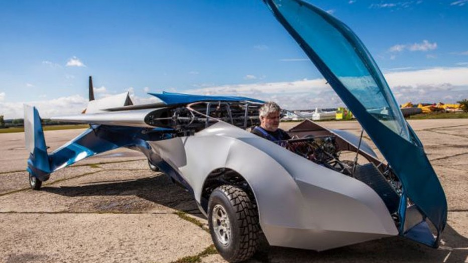 AeroMobil, a Flying Car able to fly and park like a regular car