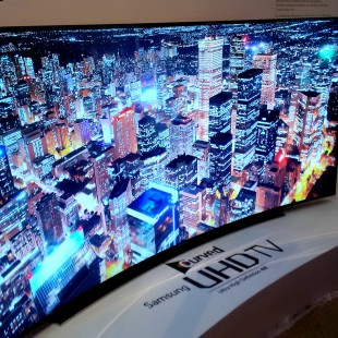 Samsung Smart UN105S9 UHD TV, experience the curve