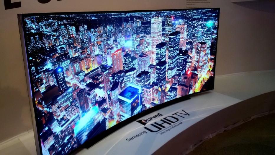 Samsung Smart UN105S9 UHD TV, experience the curve